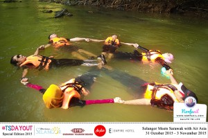 Tenang dihanyuti arus air yang tenang dan perlahan